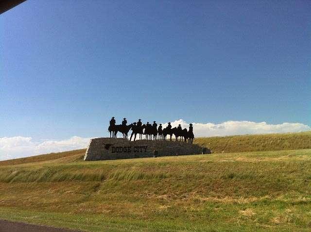 Burt Reynolds to attend Gunsmoke anniversary in Dodge City, Kansas